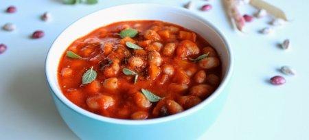 Квасоля в томаті