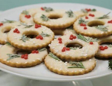 Лимонне хрустке пісочне печиво, прикрашене в різдвяному стилі